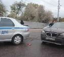 На ул. Короленко BMW X1 на скорости влетел в машину ДПС