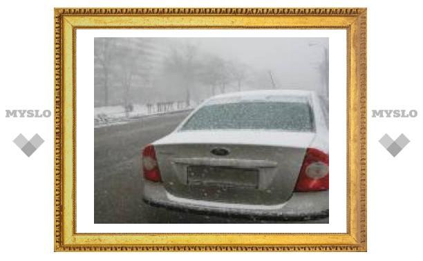 Снегопад не мешает тульским водителям