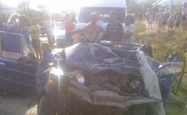 В аварии с легковушкой и микроавтобусом погиб один человек