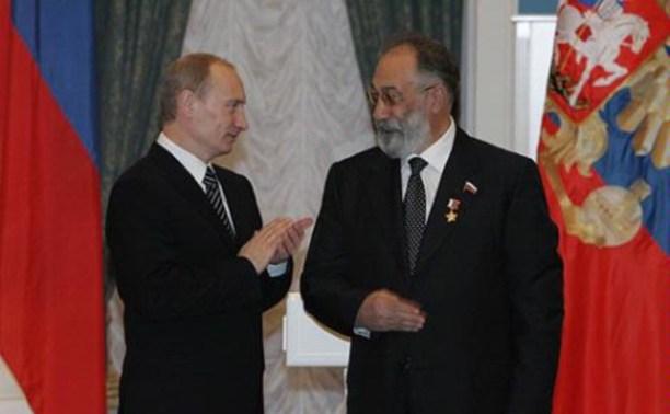 Владимир Путин наградил Артура Чилингарова и Михаила Абакумова