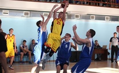 Баскетболисты «Тулы» начали с побед