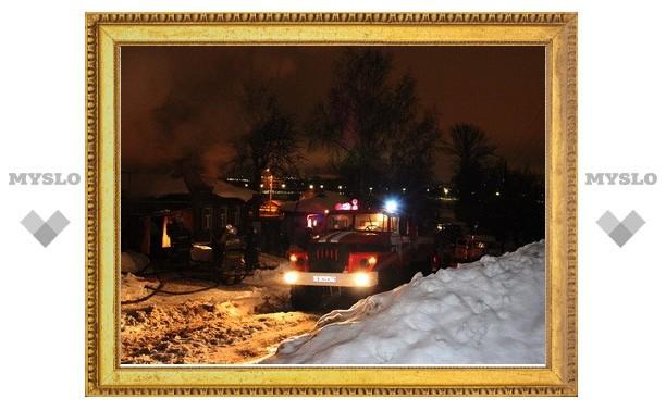 В Туле пожарные спасли хозяйку сгоревшего дома