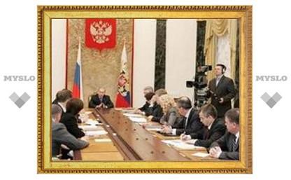 """В Госдуме хотят освободить премьера Путина от """"лишних"""" ответственности"""
