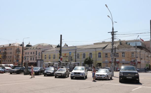 На площади Ленина образовалась стихийная парковка