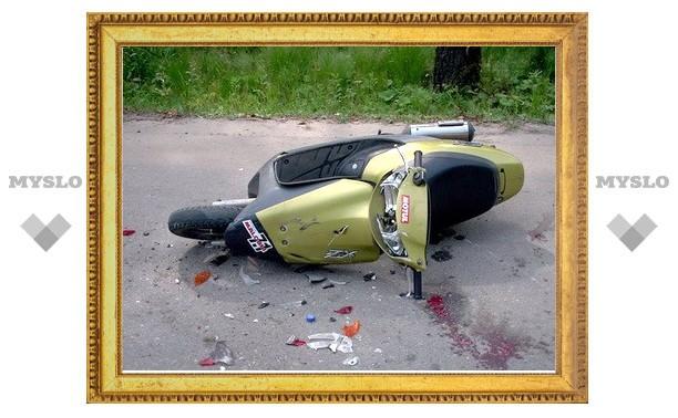 Под Тулой столкнулись скутер и мопед