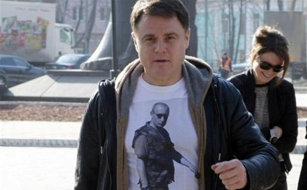С прилавков ГУМа смели футболки с Путиным