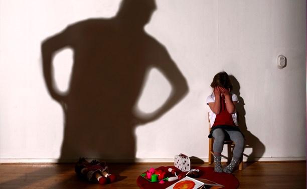 В Алексине будут судить отчима, избившего двоих маленьких детей