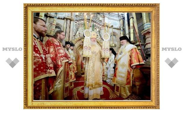 Предстоятели Иерусалимской и РПЦ совершили Божественную литургию в Храме Воскресения Христова