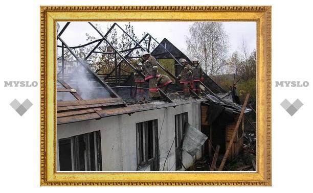 Под Тулой из-за полевого пожара сгорел жилой дом