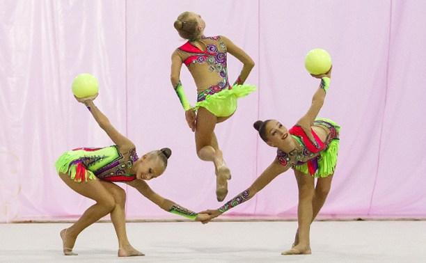 Тульских гимнасток закружил «Осенний вальс»