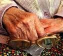 В Узловой грабитель напал на пенсионерку возле ее квартиры