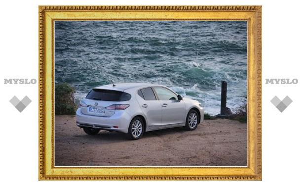 Названы российские цены на гибридный хэтчбек Lexus