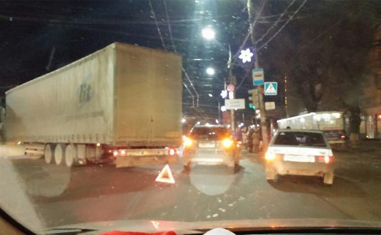 На пересечении пр. Ленина и ул. 9 Мая из-за ДТП образовалась пробка
