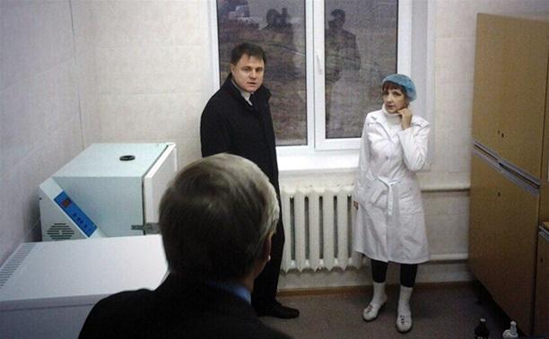 Владимир Груздев посетил фельдшерский центр в Тепло-Огаревском районе
