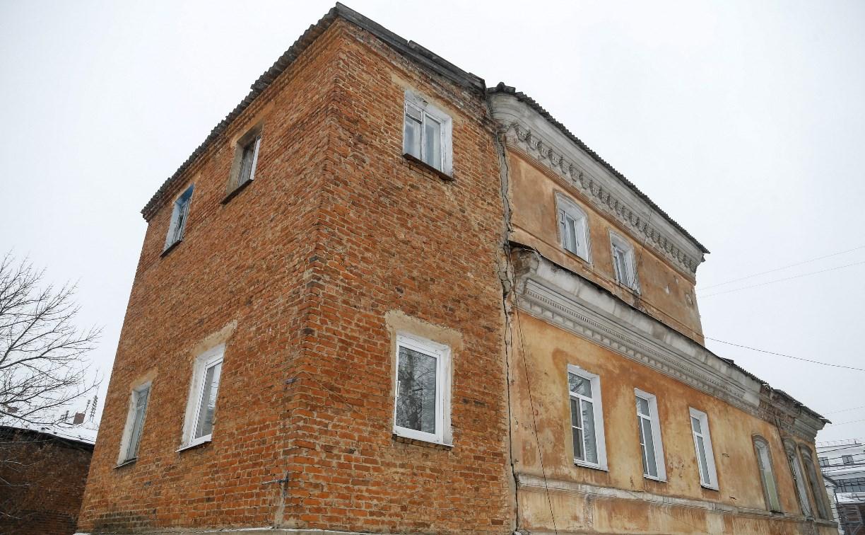 В центре Тулы жилой дом разваливается на две части