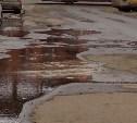 На ул. Жуковского из-под земли забил фонтан
