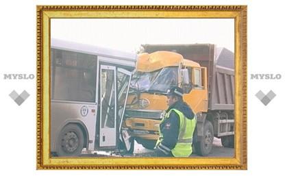 В ДТП с маршруткой 29 апреля под Тулой виноват водитель грузовика