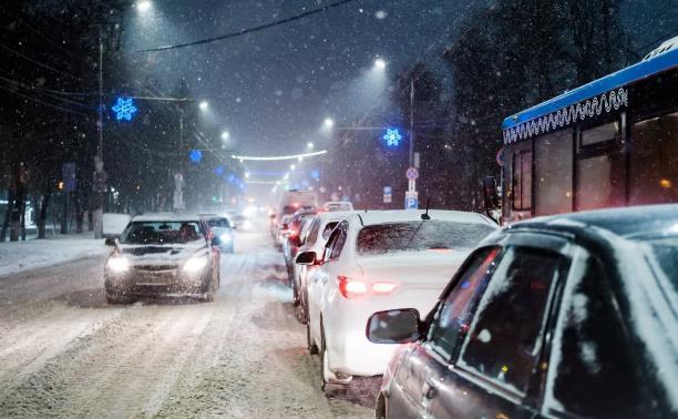 На улицах Тулы девятибалльные пробки: водителям советуют переждать час пик