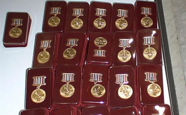 В преддверии Дня защитника Отечества отличившихся туляков наградили медалями