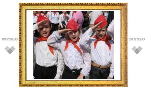 Туляков в Москве приняли в пионеры