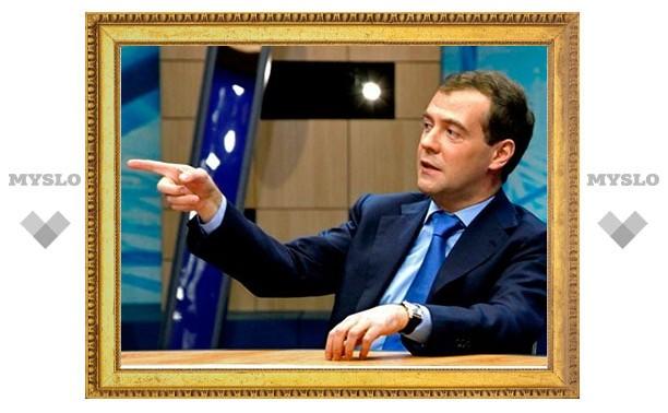 Дмитрий Медведев наградил новомосковскую школьницу
