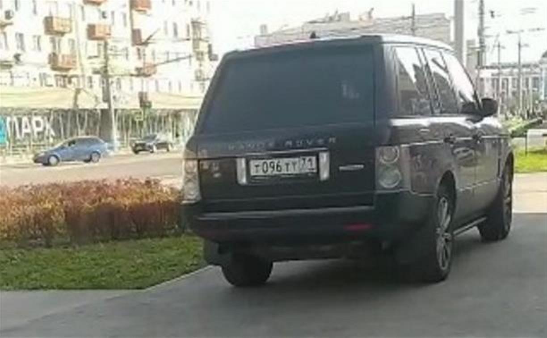 Гаишники нашли и наказали тульского автохама на Range Rover