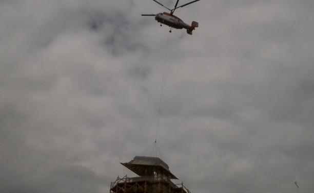 В Туле начали устанавливать шпиль колокольни Успенского собора