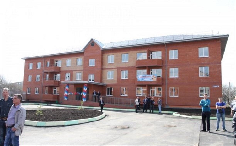 Переселенцы из аварийного жилья в Узловой справили новоселье