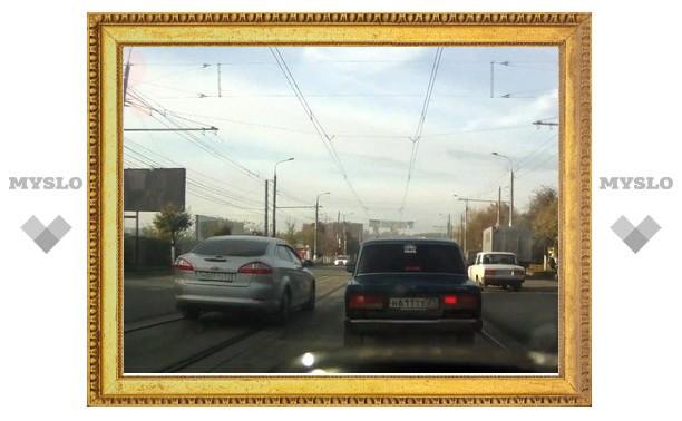 """""""Ford"""" с номерами """"МТО"""" объезжает пробку в Туле по встречке"""