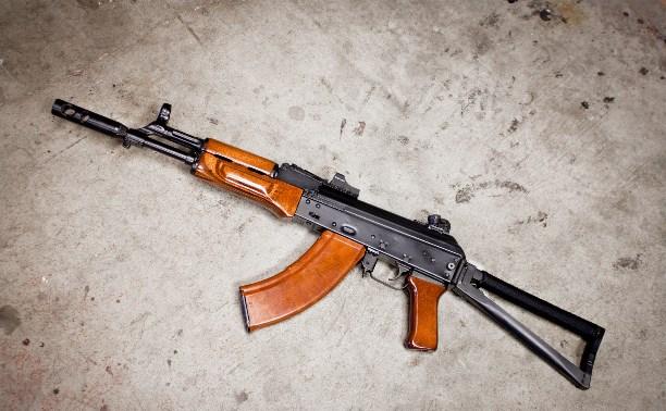 Житель поселка Рассвет устроил в деревне стрельбу из АК-74