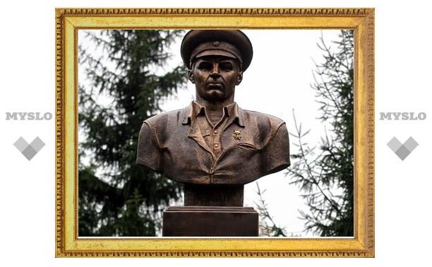 В Туле появился памятник генералу-десантнику