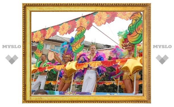 В Новомосковске прошел городской карнавал