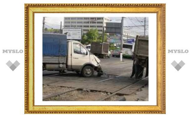"""В центре Тулы """"ГАЗель"""" протаранила трамвай"""