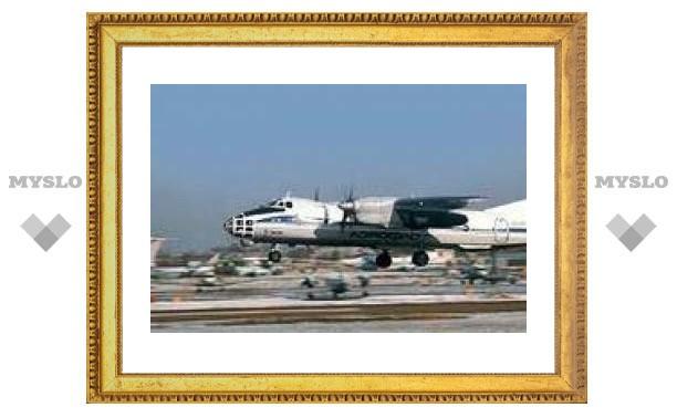 В Иркутске совершил посадку Ан-30 с отказавшим двигателем