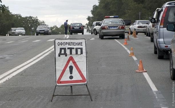 В Узловском районе пьяный скутерист врезался в иномарку капитана полиции