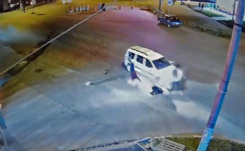 Видеокамера сняла момент ДТП со скутеристом и легковушкой в Узловой