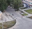 На улице Пузакова парковочный карман перекрыли забором