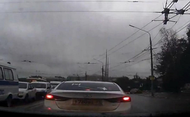 Лихач на Hyundai спровоцировал два ДТП на проспекте Ленина