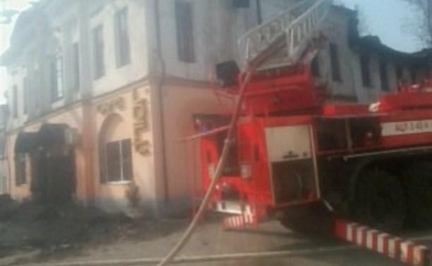 Пожар в заброшенном здании в Белеве тушили три часа