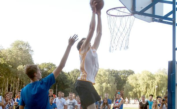 В Центральном парке Тулы прошли соревнования по уличному баскетболу