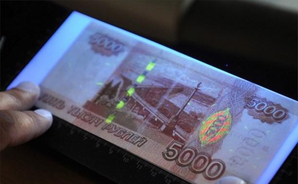 Двое москвичей сбывали в тульских магазинах фальшивые деньги