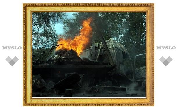"""Водитель сгоревшей под Тулой фуры: «""""Фольксваген"""" выехал на встречку и врезался в меня»"""