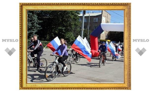 В Новомосковске День флага отметили велопробегом