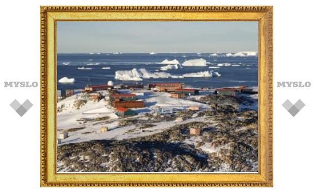 В Антарктике пропал вертолет с полярниками
