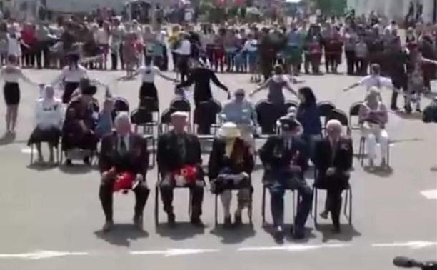 «Слепое прослушивание»: в День Победы в Донском ветеранов усадили спиной к выступающим