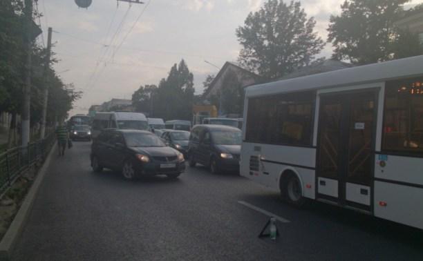 Из-за аварии около Главпочтамта Тула замерла в огромной пробке