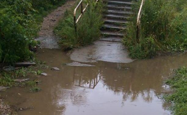 Шахтерский проезд в Скуратово заливает водой по щиколотку
