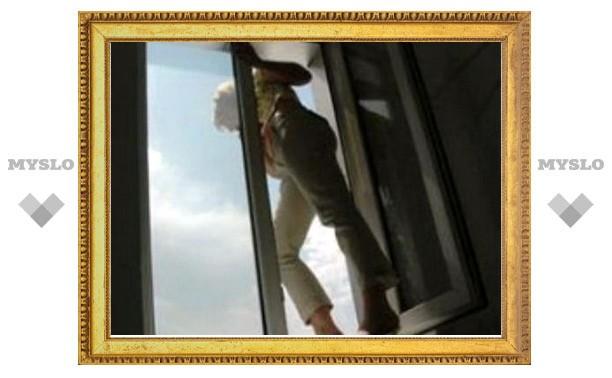 В Туле из окна выбросилась школьница