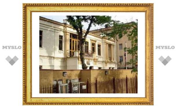 Охранника британского посольства в Ташкенте посадили за торговлю людьми