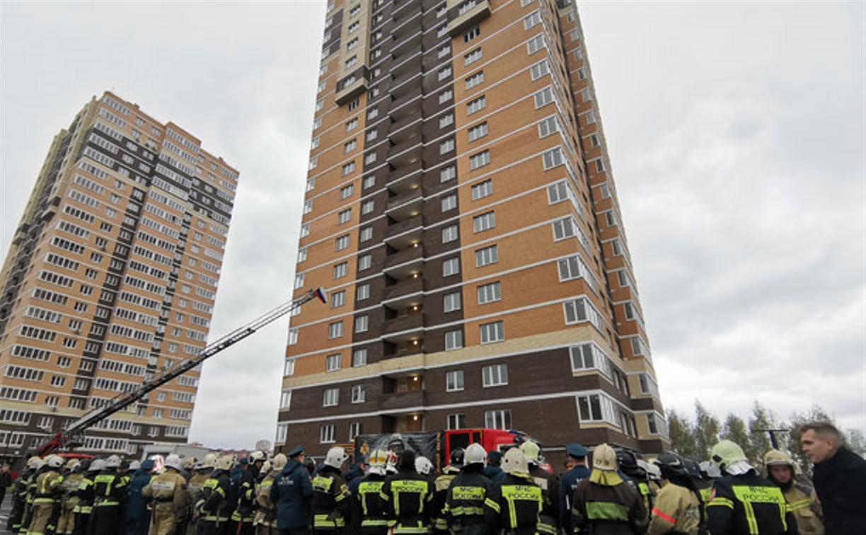 Бегом вверх на 22-й этаж: тульские пожарные провели экстремальные соревнования
